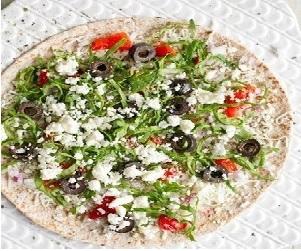 Слоёная лепешка с помидорами и оливками