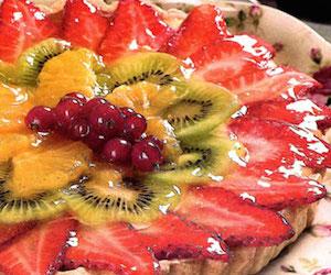 Торт со сметанным кремом и фруктами, Сладкая выпечка