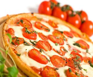 Пицца 3 сыра с помидорами, Пицца