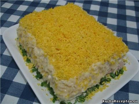 рыбный торт-салат с крекерами