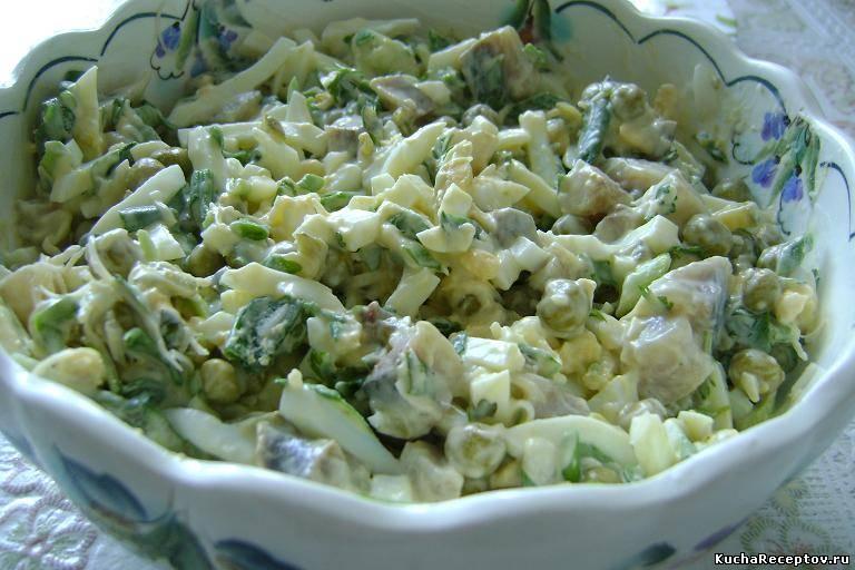 салат из авокадо с горошком и яблоками