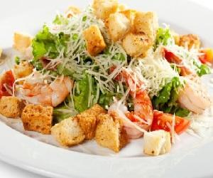 салат цезарь с креветками домашний рецепт